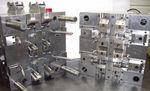 多腔注塑模具 / 大批量生产 / 小批量生产 / 装饰零件