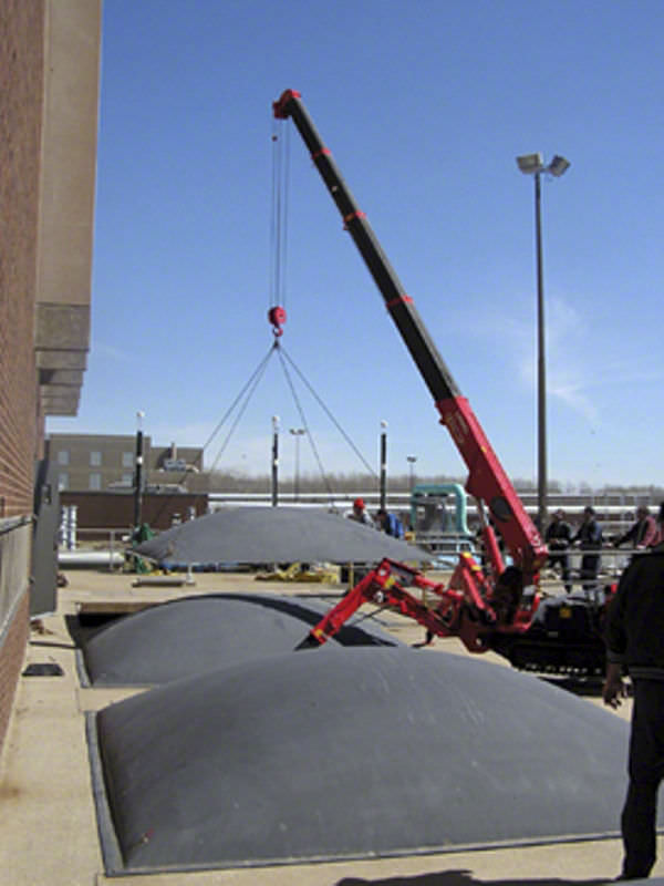 柴油机供给系统_履带式小型起重机 - URW-295 - UNIC Cranes Europe